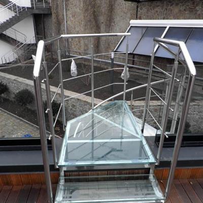 Ограждение стеклянной лестницы из нержавейки