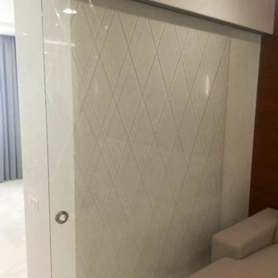 Дверь с гравированным рисунком