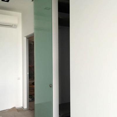 Матовая стеклянная дверь в гардеробную