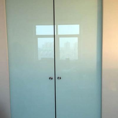 Стеклянные раздвижные крашеные двери