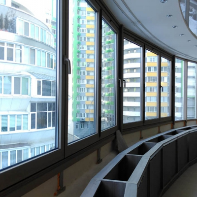 Остекление балкона теплым алюминиевым профилем