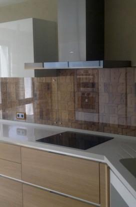 Стеклянные фартуки (панно) на кухню