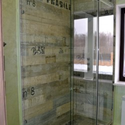Стеклянная душевая перегородка,прозрачная душевая кабина,раздвижная душевая перегородка,стекло в интерьере,душевая из стекла