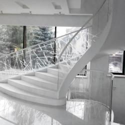 Стеклянное ограждение лестницы,ограждение лестницы из стекла,стекло в интерьере,прозрачное стеклянной ограждение лестницы