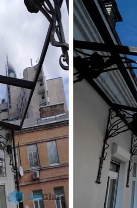 Стеклянный козырек на балконе