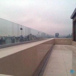 Остекление террасы,ограждение из стекла,стеклянное ограждение,прозрачное стеклянное ограждение
