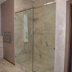 Стеклянная душевая,душевая из стекла,душевая кабина с раздвижной дверью,стеклянная раздвижная душевая