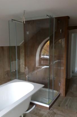 Прозрачная душевая кабина из стекла