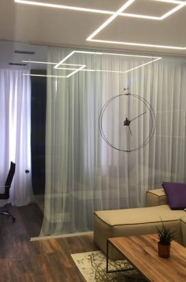 Стеклянная раздвижная перегородка в интерьере квартиры