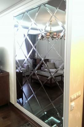 Зеркальное панно в гостинной