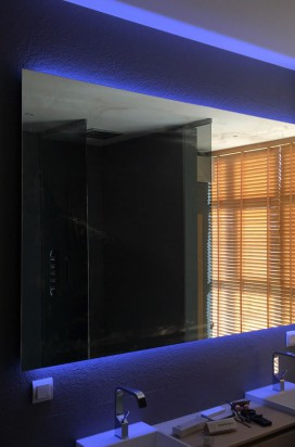 Зеркало в санузле с подсветкой