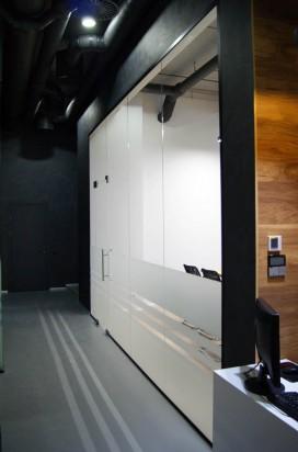 Офисная стеклянная перегородка в окрашеном алюминиевом профиле