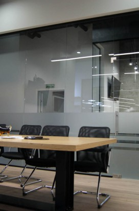 Светопрозрачная офисная стеклянная перегородка