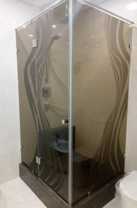Угловая душевая из бронзового стекла с рисунком