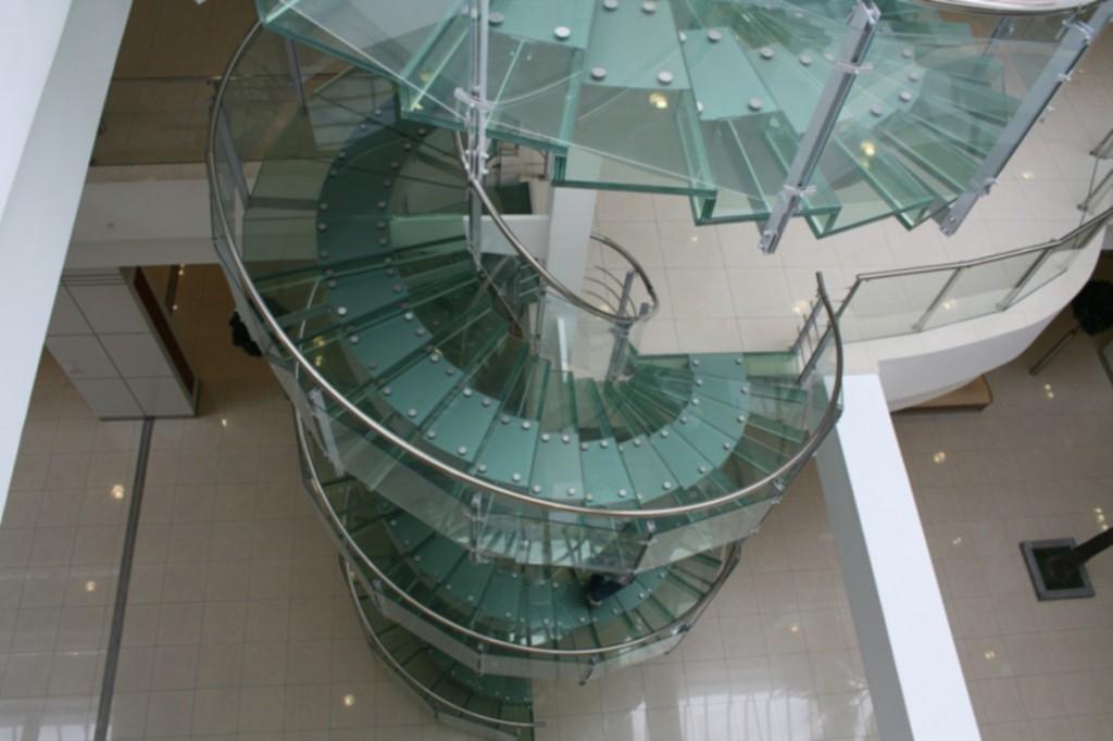гвинтові скляні сходи