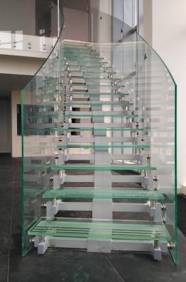 Стеклянная лестница в квартире