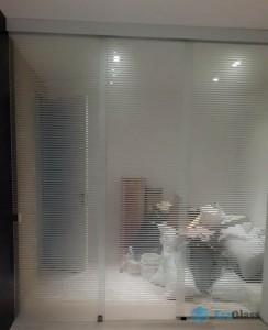 Стеклянная перегородка,остекление квартиры,перегородка из стекла,стеклянная перегородка,перегородка с рисунком
