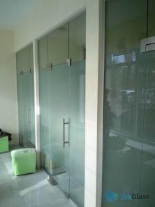 Перегородка из стекла,стеклянная перегородка,остекление офиса,светопрозрачная конструкция