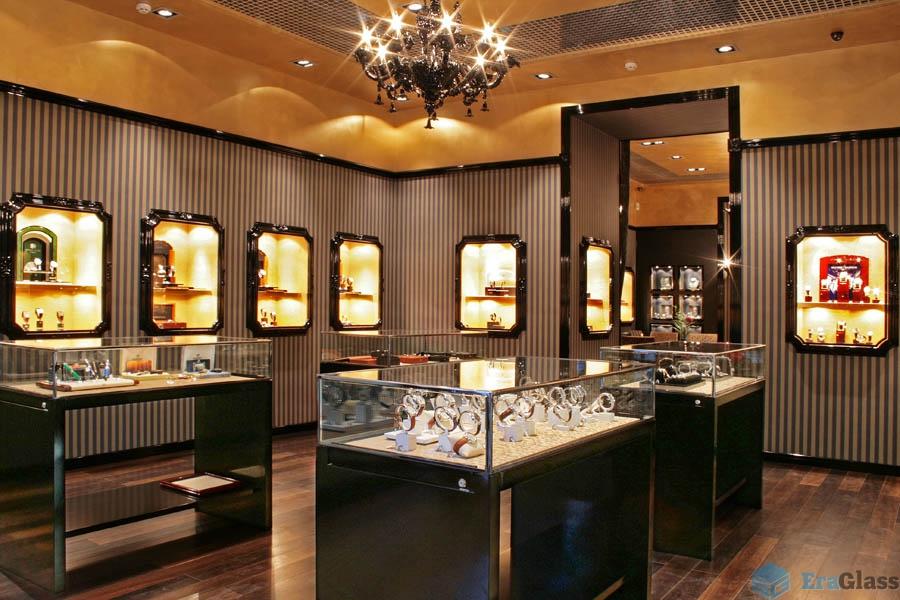 стеклянная витрина от Эрагласс в ювелирном бутике