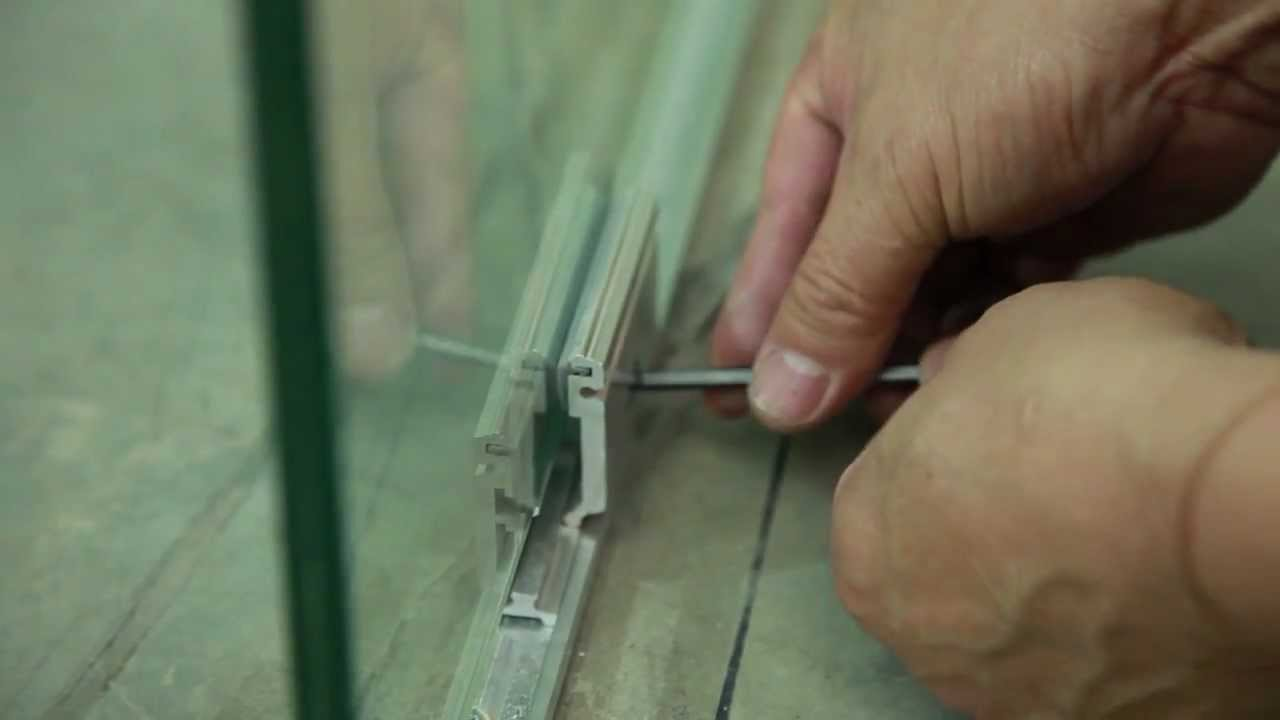 процесс установки стеклянной конструкции