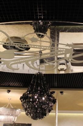 Зеркало на потолке с рисунком и фасетом