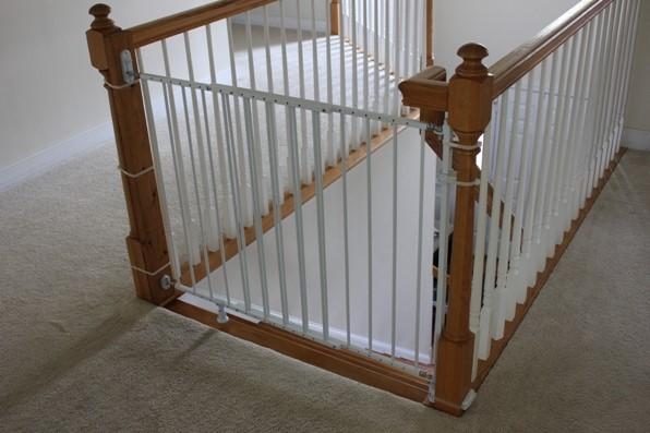 варианты барьеров и ограждений для защиты детей на лестинце 1