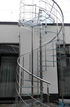 Стеклянная винтовая лестница с поручнем из нержавейки