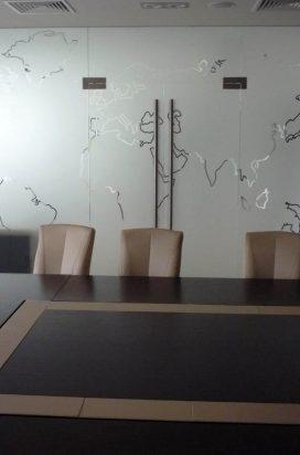 Стеклянная перегородка в конференц зале