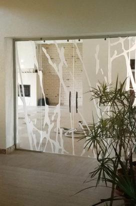 Стеклянные перегородки с раздвижными дверями