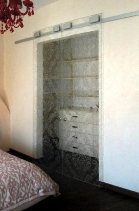 Двустворчатые раздвижные стеклянные двери с орнаментом
