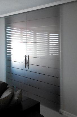 Раздвижные двухстворчатые стеклянные двери