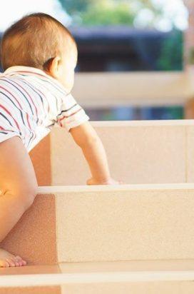 Як зробити сходи безпечними для дитини